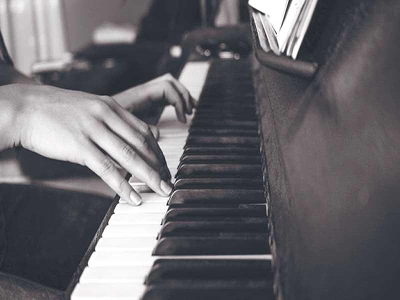 تکنوازی های دلنشین با پیانو