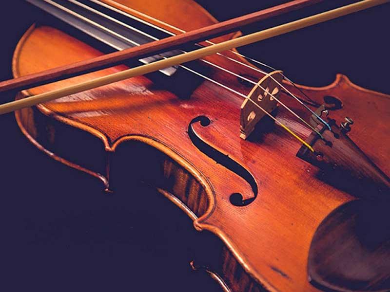 ویولن، از سازهای مخصوص تکنوازی